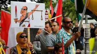 تظاهرات مخالفان حکومت مصر در اعتراض به دیدار سیسی با مقامهای آلمان