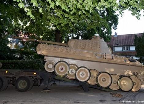 این تسلیحات نظامی از خانه یک فرد مسن مجموعهدار کشف و ضبط شدهاند.