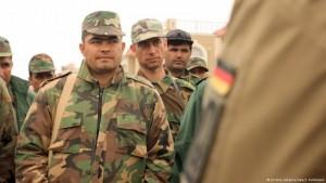آلمان از پیشمرگههای کرد عراق که در حال نبرد با داعش هستند حمایت میکند