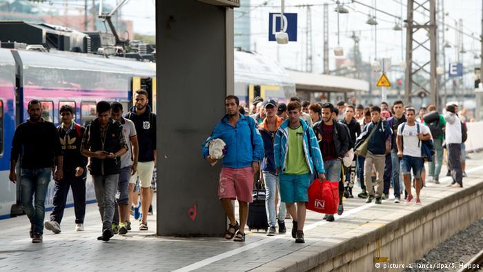 تصاویر ورود هزاران پناهجو به اتریش و آلمان4