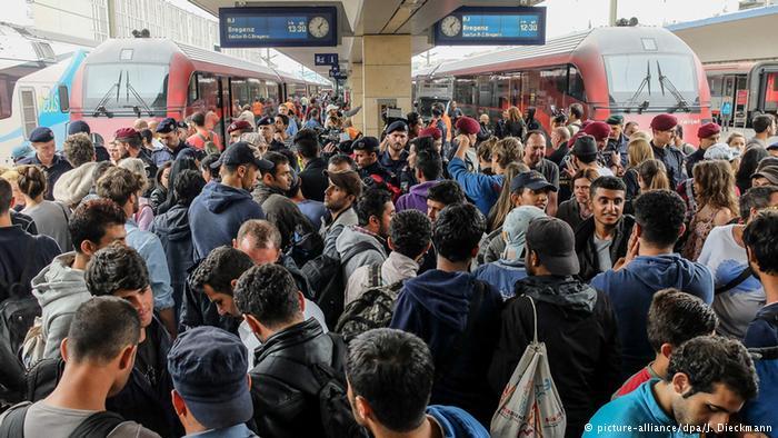 تصاویر ورود هزاران پناهجو به اتریش و آلمان1