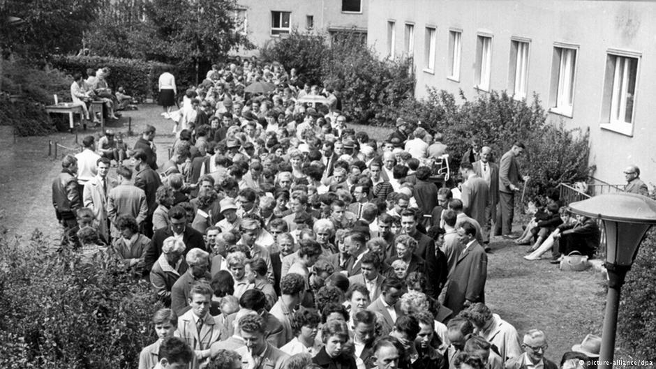 محل پذیرش مهاجرانی که در اوت ۱۹۶۱ از آلمان شرقی به آلمان غربی وارد شده بودند در مارینفلده