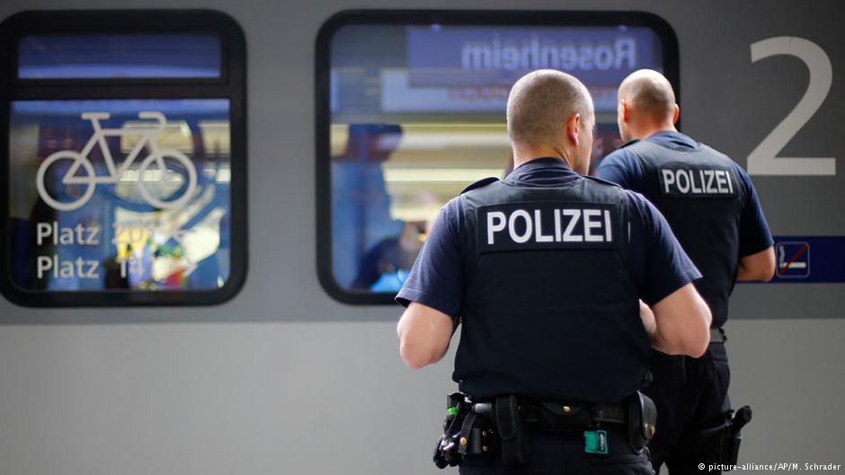 وزیر کشور آلمان دستور کنترل مرزهای این کشور را صادر کرد