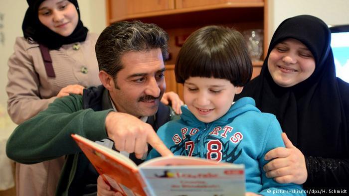 پناهجویان سوری مسلمان در آلمان چگونه زندگی میکنند