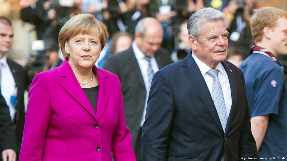 آنگلا مرکل و یواخیم گاوک، صدراعظم و رئيس جمهور آلمان، برخاسته از آلمان شرقی سابقاند