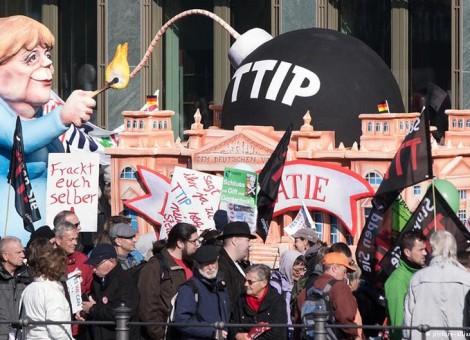 تظاهرات گستردهی شهروندان آلمان علیه پیمان تجاری با آمریکا