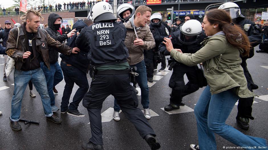 درگیری پلیس با جوانان چپگرا