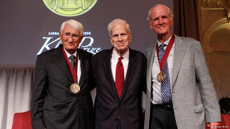 """یورگن هابرماس در مراسم دریافت جایزه """"جان کلوگه"""" در کتابخانه کنگره آمریکا"""