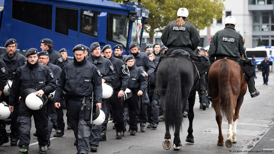 ۳۵۰۰ مامور پلیس در محل حاضر بودند