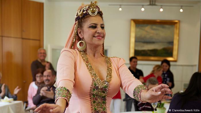رقص عربی در خانه سالمندان