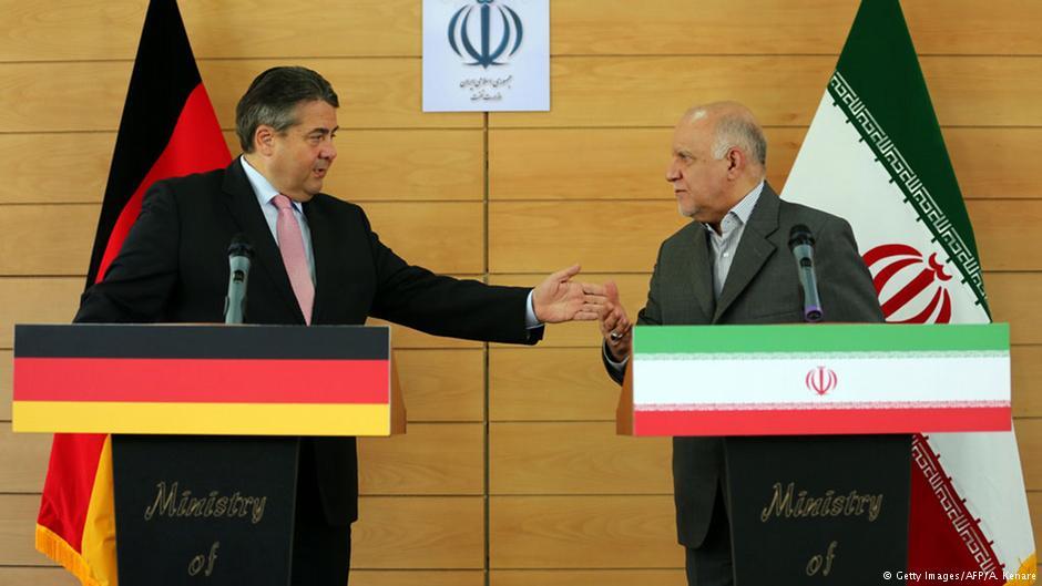 زیگمار گابریل، وزیر اقتصاد آلمان در کنفرانسی خبری در کنار بیژن نامدار زنگنه، وزیر نفت ایران