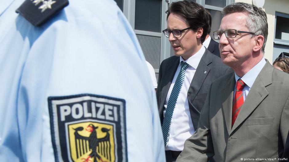 توماس دمزیر، وزیر کشور آلمان (راست)