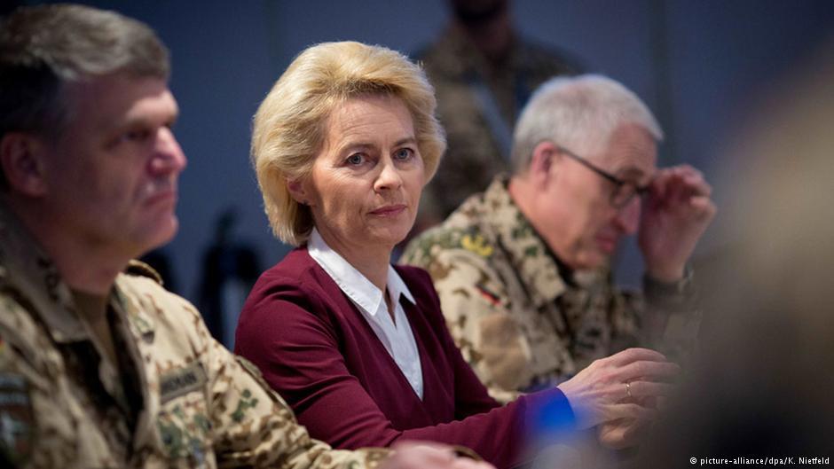 وزیر دفاع آلمان هدفهای راهبردی در افغانستان را اشتباه خواند