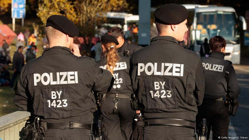 انتقادها به سیاست پناهجوپذیری صدراعظم آلمان افزایش مییابد