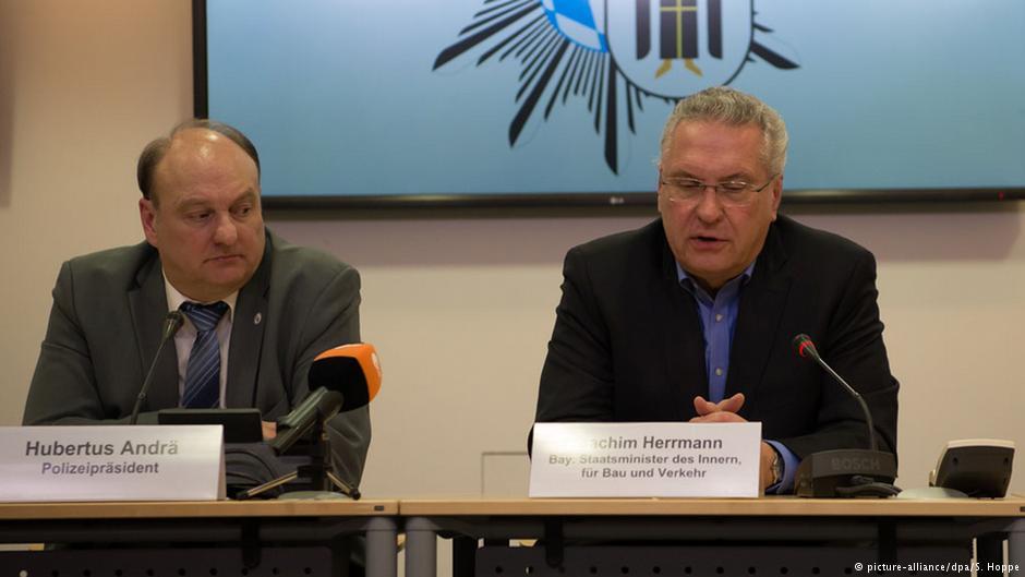 کنفرانس خبری وزیر امور داخلی (راست) و رئیس پلیس ایالت بایرن