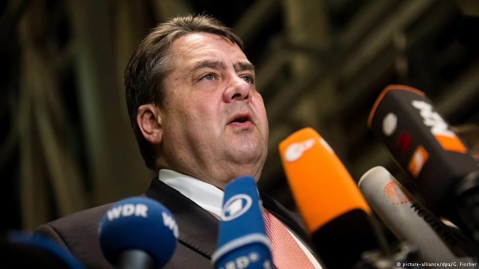 """جانشین آنگلا مرکل: سازمان امنیت باید حزب """"آلترناتیو برای آلمان"""" را زیر نظر بگیرد"""
