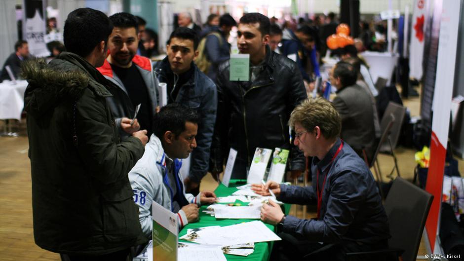مرکل به خاطر سیاستهای خود در قبال بحران پناهجویی به شدت تحت فشار محافظهکاران در آلمان است