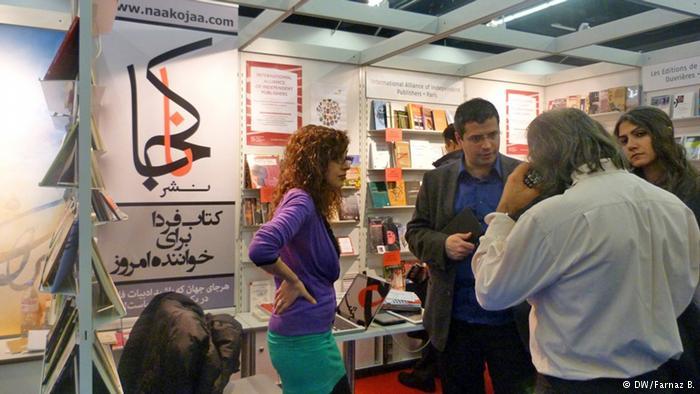 نشر ناکجا از فرانسه کتابهای الکترونیک فارسی را عرضه میکرد.